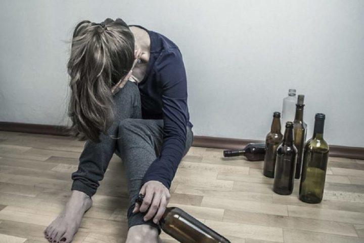 Алкогольная зависимость у женщин: особенности, причины, лечение